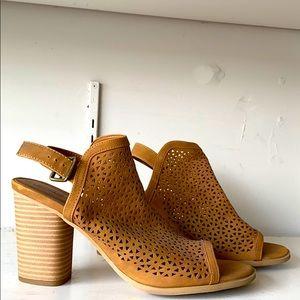 Universal Thread Camel Heels